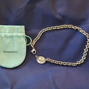 Tiffany & Co Oval Tag Choker necklace